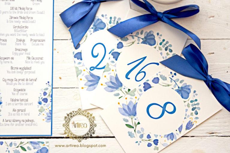 niebieska akwarelowa kwiatowa numeracja stolików artirea