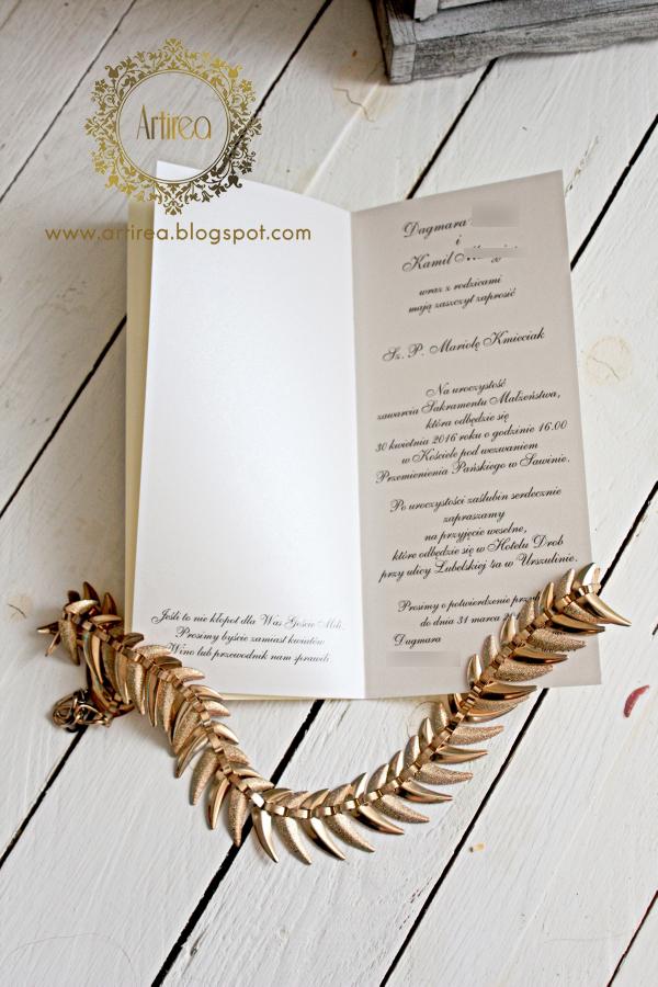 eleganckie klasyczne zaproszenia slubne w kolorze ecru i zlotym artirea