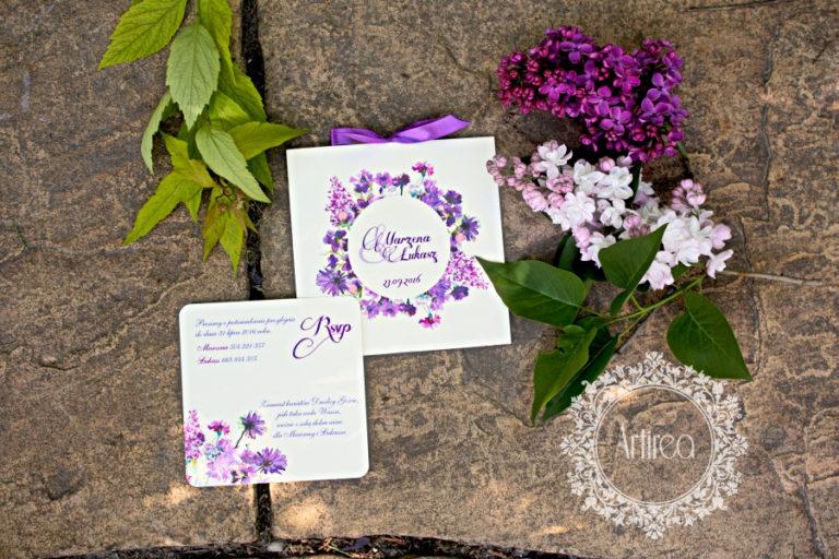 fioletowe akwarelowe kwiatowe zaproszenie slubne z kokardka artirea