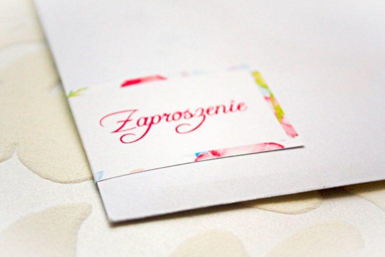 kwiatowe kolorowe kwadratowe zaproszenia slubne z kokarda artirea pudrowe roz