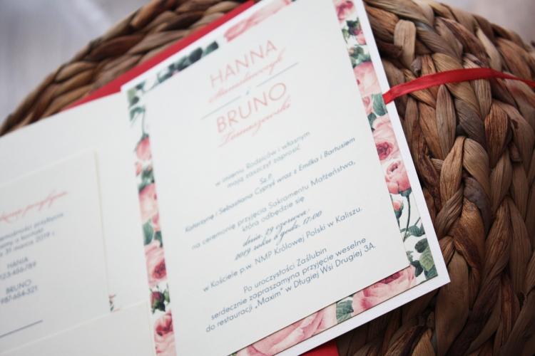 folderowe zaproszenie slubne z motywem kwiatowym w kolorze living coral artirea