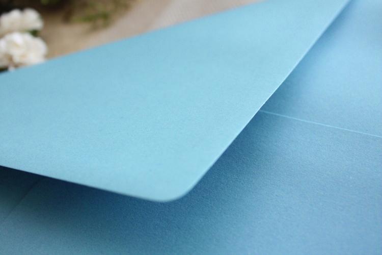 delikatne bialo niebieskie zaproszenia slubne